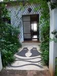 L'une des premières mosaïques signées Jean Cocteau, dans le patio de la Villa Santo Sospir, l'une des petites merveilles de la presqu'île de Saint-Jean-Cap-Ferrat, sur la Côte d'Azur.