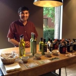 Pedro Heredero, d'Acema Importations: dégustation d'huiles d'olive et de vinaigres de Modène